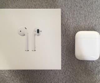 Apple airpods 2 brand new haven't used