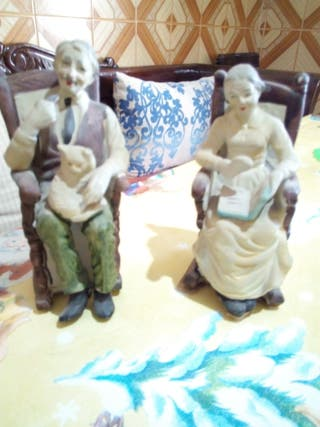 abuelos en mecedora