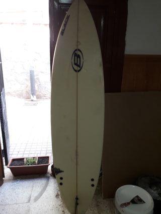 tabla de surf le falta una pieza