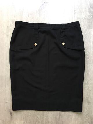 ec8f4bedf5 Falda negra botones de segunda mano en la provincia de A Coruña. Falsa  negra botones dorados El Corte Inglés 48