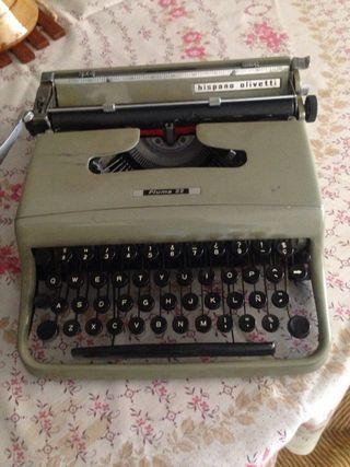 Maquina de escribir Olivetti pluma 22