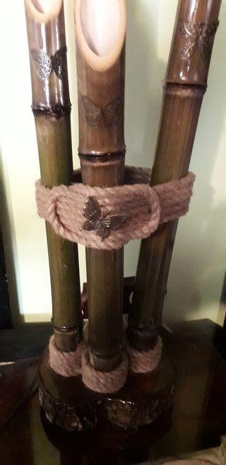 lámpara de bambú artesanal