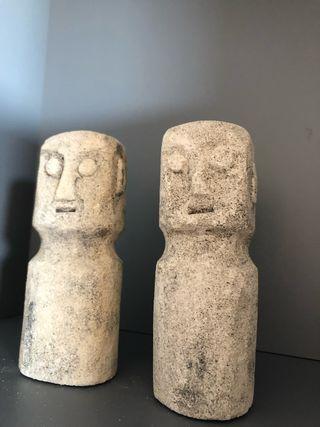 Figuras de piedra tallada