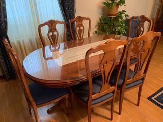 Conjunto de mesa y 6 sillas (Recoger en Béjar)
