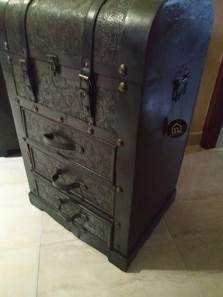 baúl artesano estilo antiguo
