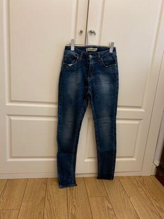 Pantalón vaquero talla 42 Miss miss
