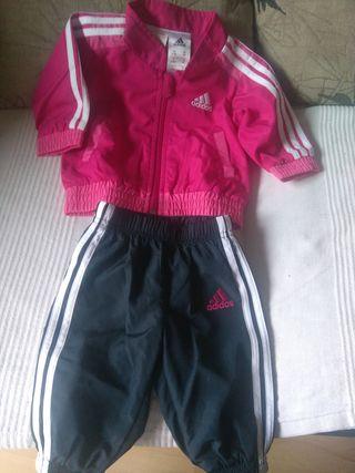 dd76f765895 Chandal Adidas bebe de segunda mano en Madrid en WALLAPOP
