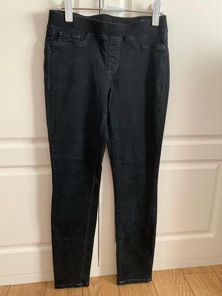 Pantalón vaquero negro marca Cambio