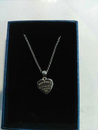 622fc1827dbe collar logo Tiffany. 15 €. collar logo Tiffany. Colgante en plata en forma  de corazón ...