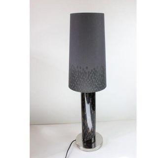 Lámpara de mesa de acero y cristal
