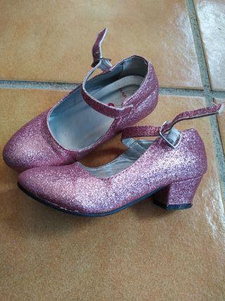 b28b4ce9e2f Zapatos de tacón niña de segunda mano en WALLAPOP