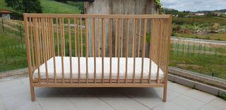 Cuna de madera de bebé IKEA SNIGLAR.