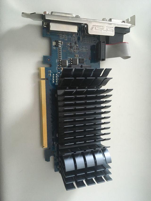 Tarjeta gráfica NVIDIA GEFORCE 210 1GB
