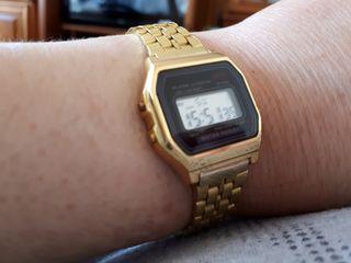 reloj digital dorado mujer