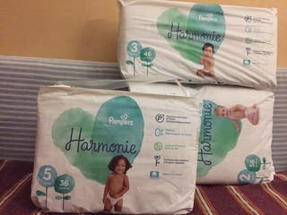 Packs neufs de couches Pampers Harmonie