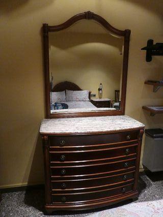 Mueble tipo cajonera con espejo