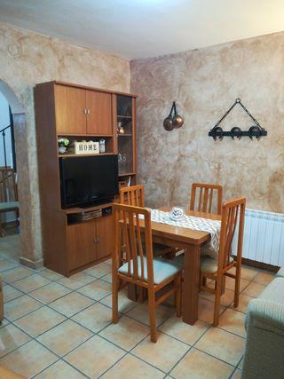 Mueble salón, mesa extensible y 6 sillas. 325€