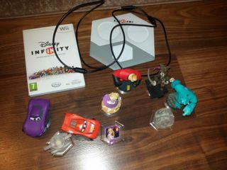Juego Wii Disney Infinity con figuras y base.