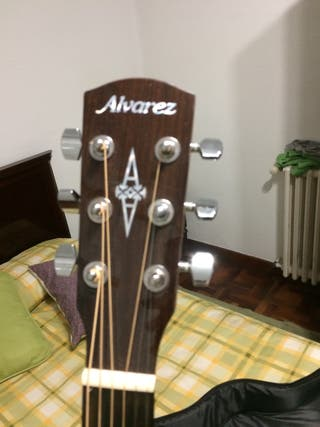 Guitarra acústica Álvarez RD26CE con funda