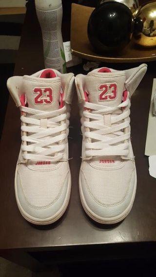 Zapatillas Jordan blanca y rosa