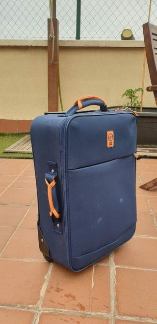 af0cccf81 Maleta de viaje de segunda mano en Barcelona en WALLAPOP maletas de viaje  usadas grandes