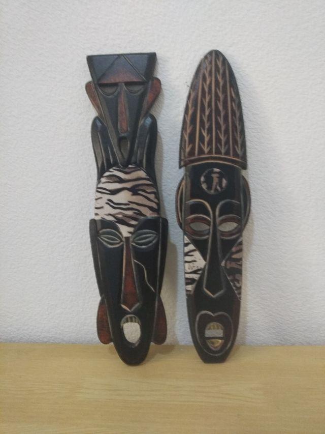 Lote dos máscaras africanas
