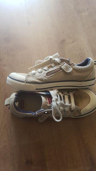 Zapatillas Levi's tipo Converse. Talla 33. de segunda mano