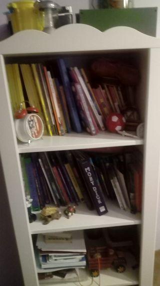Librería blanca habitación infantil