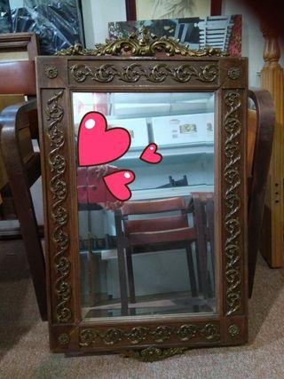 Espejo de madera y bronce