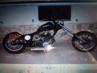 Motocicleta Custom Suzuki Yamaha