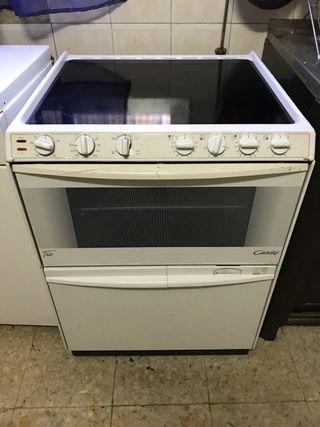 Cocina vitrocerámica, horno y lavavajillas