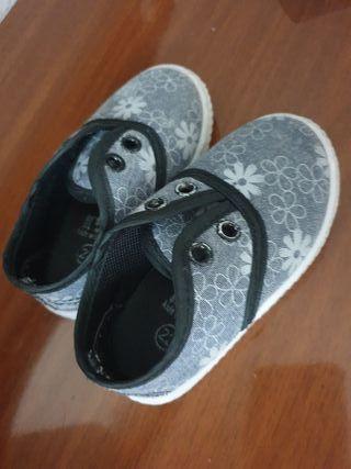 zapatillas niña 22