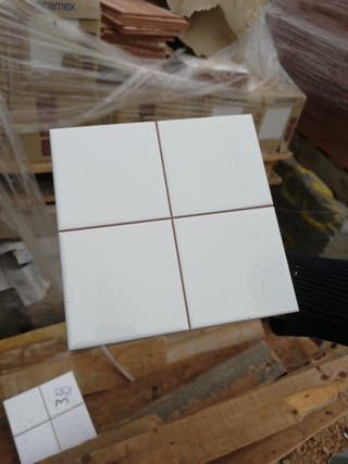 Alicatado formato 20x20 cm blanco mate.