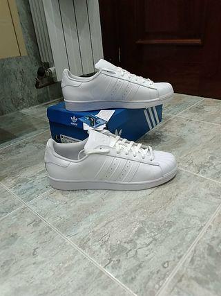 7bbe1ac3c Zapatillas Adidas Blancas de segunda mano en WALLAPOP