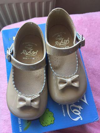 be791dc9 Zapatos bebé de segunda mano en Tres Cantos en WALLAPOP