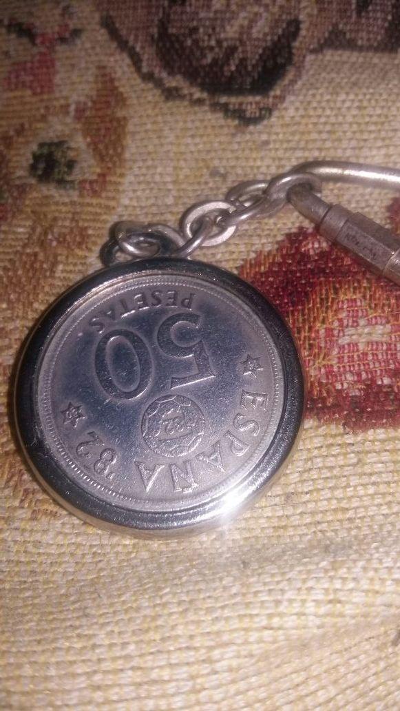 Llavero de moneda de 50 pesetas del mundial 82