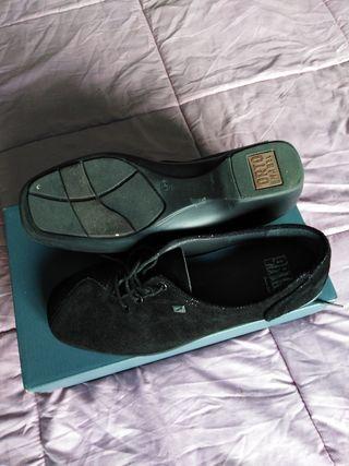cb1ed92b Zapatos para mujer cómodos de segunda mano en Pamplona en WALLAPOP