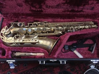 Saxofon Yas-62 Logo Púrpura deslacado