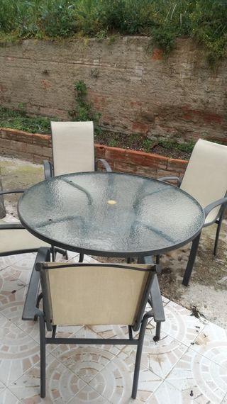 Mesa y cuatro sillas de jardin de segunda mano por 95 en for Mesas y sillas de jardin segunda mano