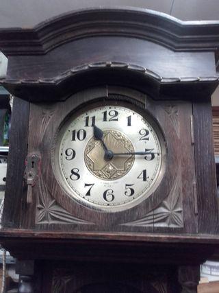 Reloj de pie rustico
