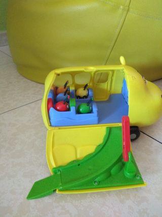 furgoneta jungla sobre ruedas