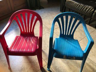 Vendo sillas infantil de plastico