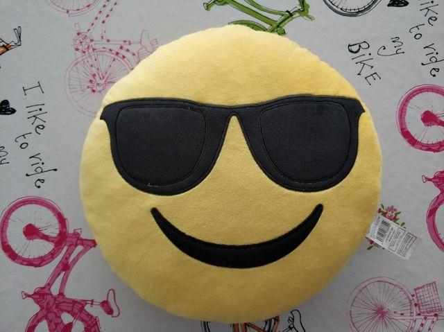 información para 57c1a 4e8a5 Cojín emoji gafas de sol Ale Hop de segunda mano por 5 € en ...