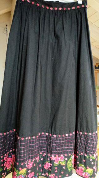 2108722419 Falda larga negra de segunda mano en la provincia de Vizcaya en WALLAPOP