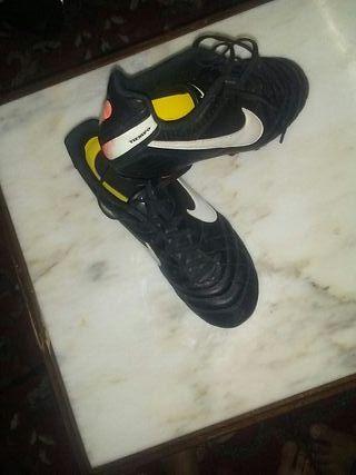 sapatos de futbol