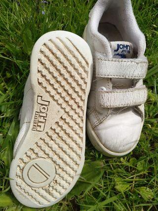 zapatillas blancas Velcro talla 24