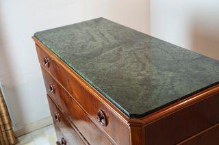 Cómoda de madera y marmol