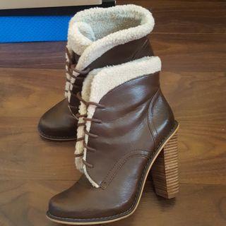 4bdda172fc7 Zapatos de tacón Zara de segunda mano en WALLAPOP