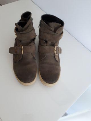 zapatos planos de piel ante. número 36.