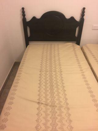 2 camas de 90X190 y mesilla
